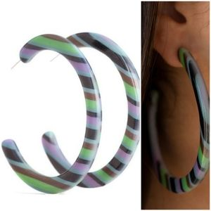 HAUTE BLOODED ACRYLIC HOOP MULTI-EARRINGS